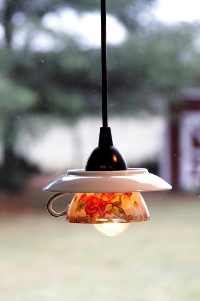 Alte Tassen DIY Ideen weihnachtsdeko lampe