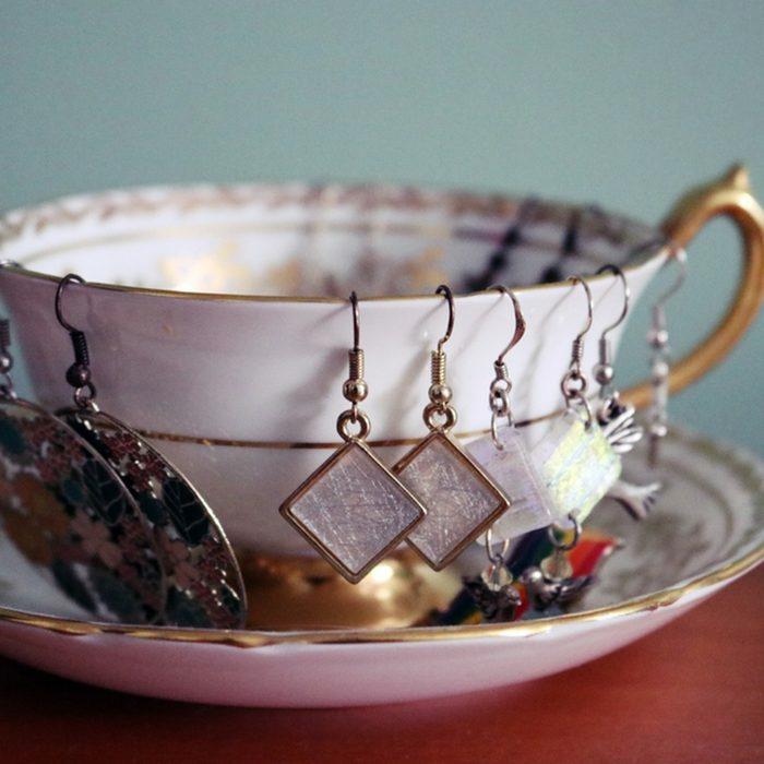 Alte Tassen DIY Ideen weihnachtsdeko schmuckständer