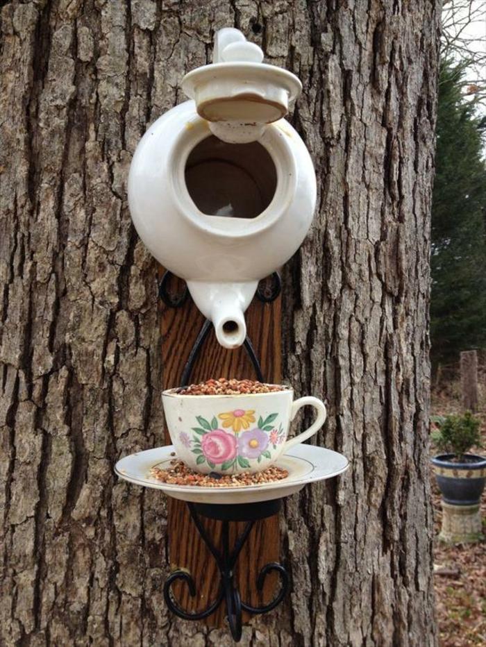 Alte Tassen DIY Ideen weihnachtsdeko vogelfutterhaus