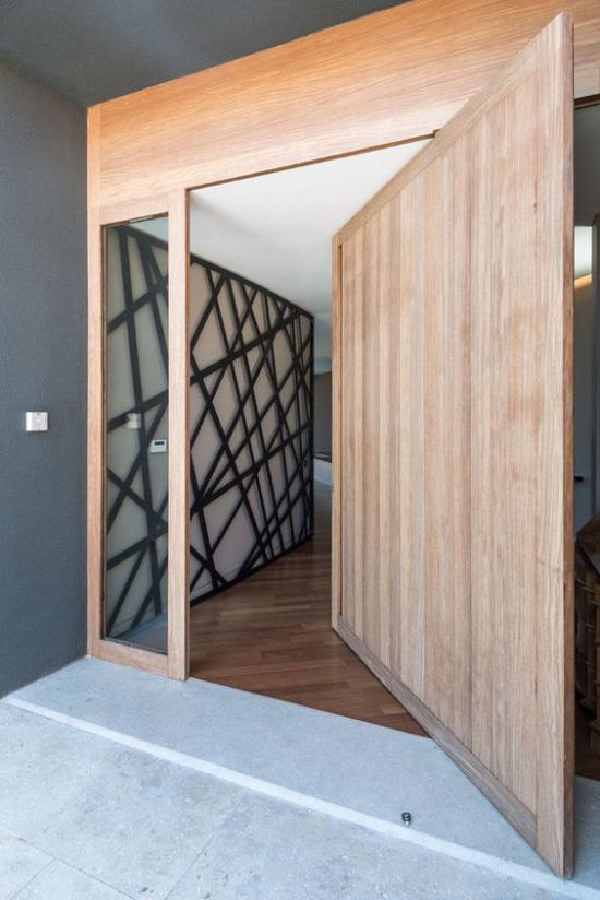 Drehtüren fürs Zuhause aus hellem Holz beschichtet enorme breite stabil und sicher