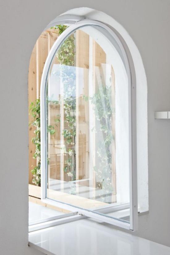 Drehtüren fürs Zuhause hochelegante Glastür ganz in Weiß sehr trendiges Design Wölbung