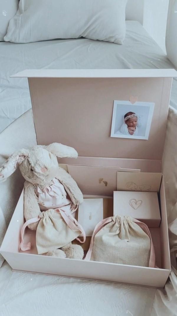 Erinnerungsbox Baby – Dinge, die darin nicht fehlen sollten, sowie weitere DIY Tipps baby box spielzeug tüten