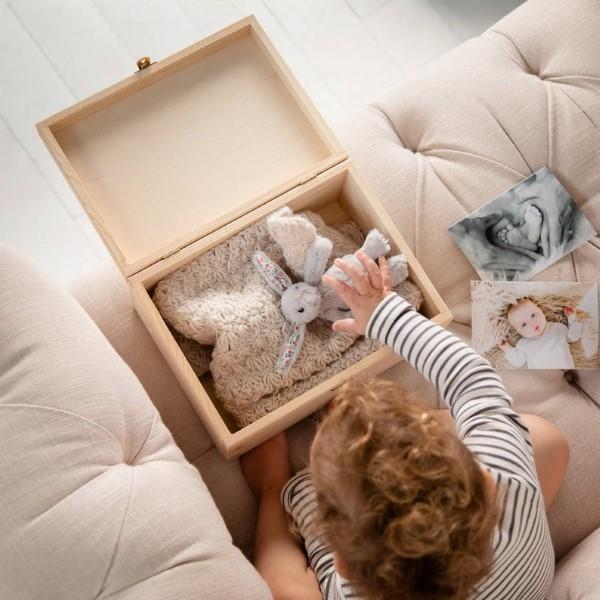 Erinnerungsbox Baby – Dinge, die darin nicht fehlen sollten, sowie weitere DIY Tipps baby hilft zeitkapsel