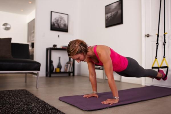 Exercices complets d'entraîneur de fronde de corps pour la planche de forme physique à la maison à la formation à la maison