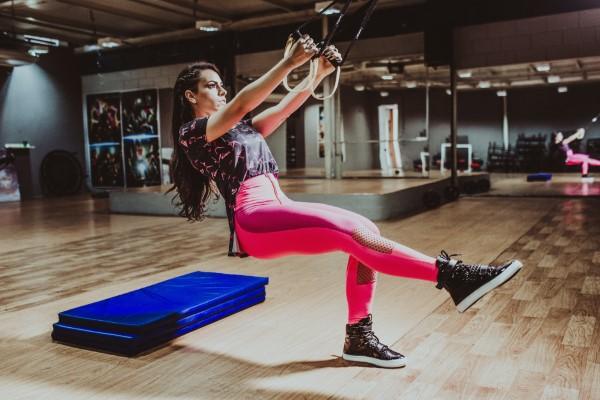 Exercices d'entraînement pour tout le corps pour l'entraînement physique à domicile à la maison