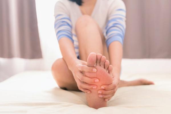 Hühnerauge entfernen Hausmittel und Tipps Fußpflege