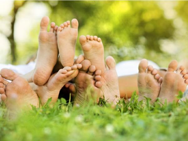 Hühnerauge loswerden Fußpflege Füße Familie