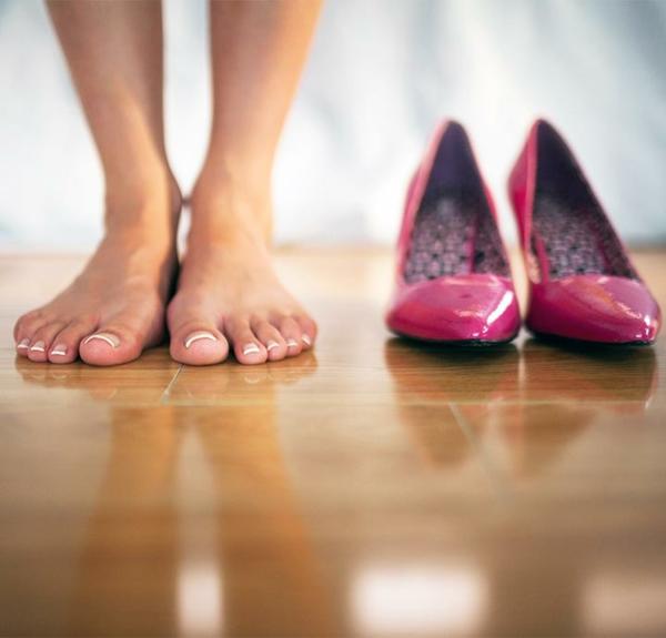 Hühnerauge loswerden Fußpflege Hornahaut entfernen Absatzschuhe tragen