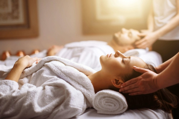 Hausmittel gegen Migräne Massage Kopfmassege