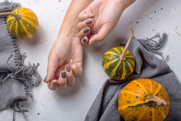 Herbstnägel Tendenzen im Einklang der Saison