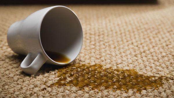 Kaffeeflecken Teppich reinigen