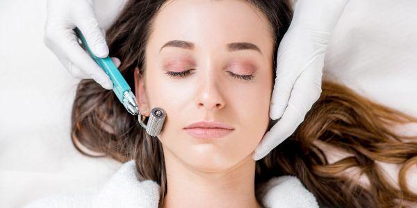 Microneedling Trends Schönheitspflege