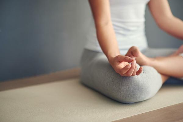 Migräne und Kopfschmerzen lindern durch Yoga und Meditation
