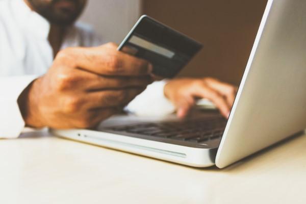 Online Zahlungsarten im Überblick – Vor- und Nachteile, die Sie auf jeden Fall kennen sollten online zahlen kreditkarte debitkarte
