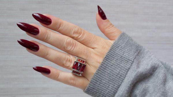 Rote Elegante Nägel Trends
