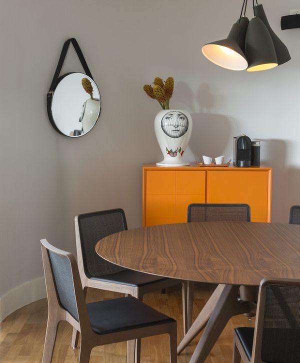 Runder Tisch dunkle Wohnung