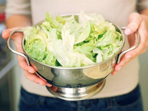 Αποθηκεύστε το μαρούλι Πράσινο μαρούλι Πλύνετε τα φύλλα μαρουλιού