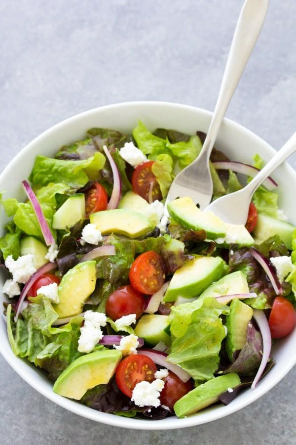 Σαλάτα στο κατάστημα Ετοιμάστε και απολαύστε πράσινη σαλάτα