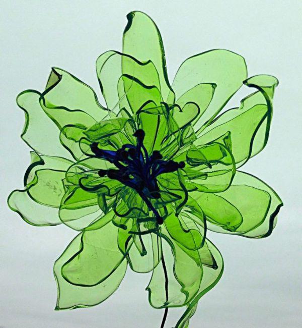 Schöne grüne Blüten Basteln mit PET Flaschen