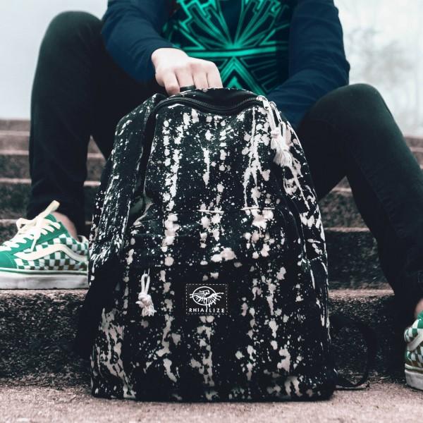 Schultaschen für Teenager selber gestalten – kreative Ideen und einfache Anleitungen bleichmittel diy ideen schwarz