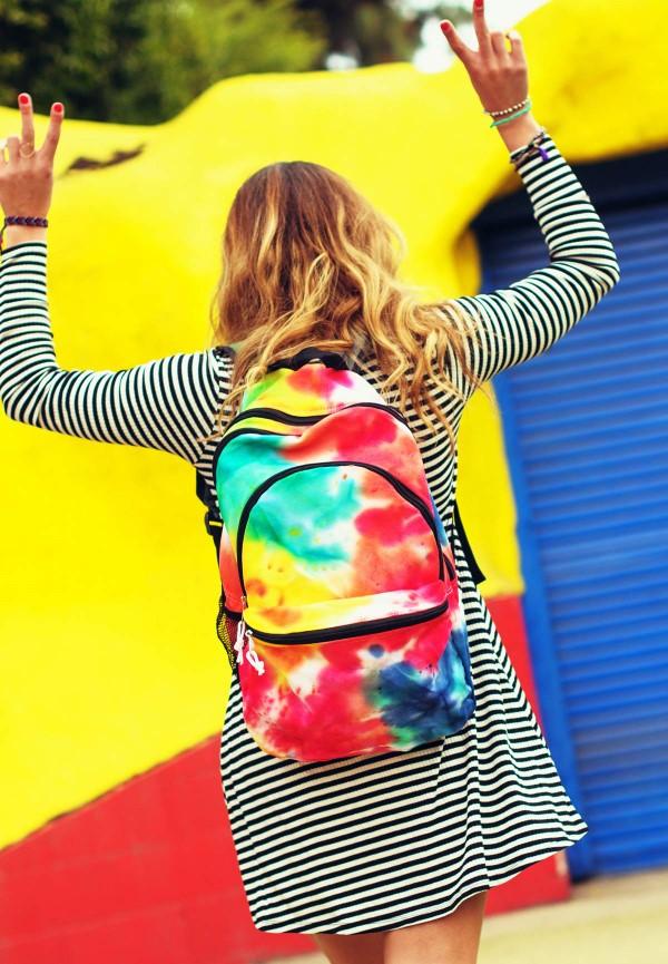Schultaschen für Teenager selber gestalten – kreative Ideen und einfache Anleitungen bunte ideen regenbogen