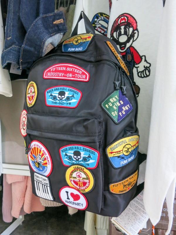 Schultaschen für Teenager selber gestalten – kreative Ideen und einfache Anleitungen flicken denim rucksack