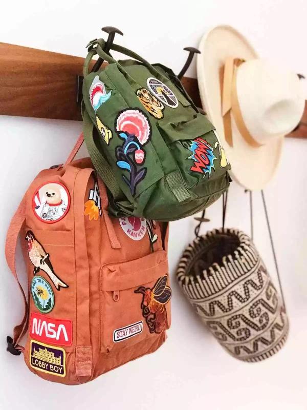 Schultaschen für Teenager selber gestalten – kreative Ideen und einfache Anleitungen flicken ideen bunt diy