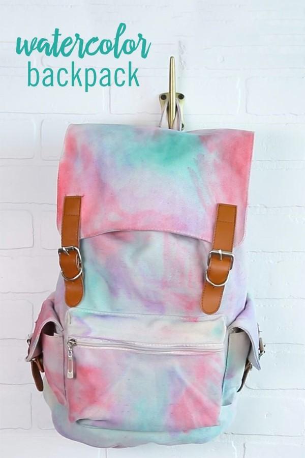 Schultaschen für Teenager selber gestalten – kreative Ideen und einfache Anleitungen regenbogen textilfarben stifte