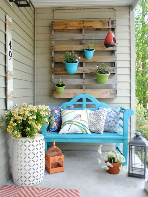 Sommer-Deko für den Eingangsbereich – hilfreiche Tipps und kreative Ideen blaue sitzbank niedlich