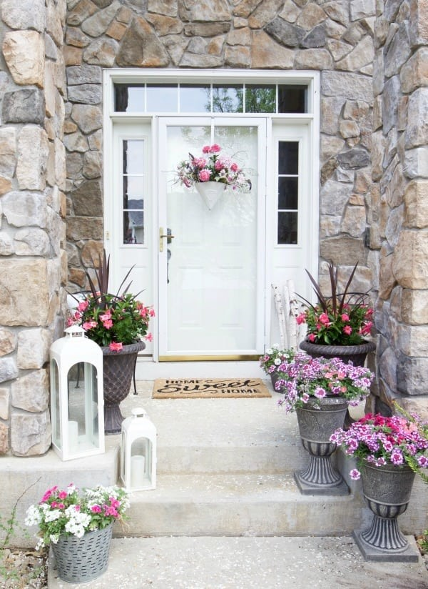 Sommer-Deko für den Eingangsbereich – hilfreiche Tipps und kreative Ideen steinwand rustikal landhaus