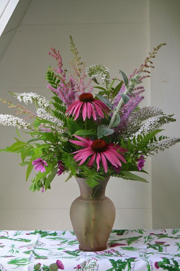 Sonnenhut Pflanze – Wissenswertes und Pflege Tipps rund um den Sommerblüher schnittblume vase arrangement