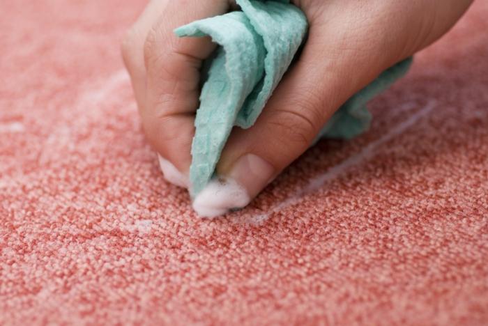 Teppich reinigen mit Rasierschaum schwamm