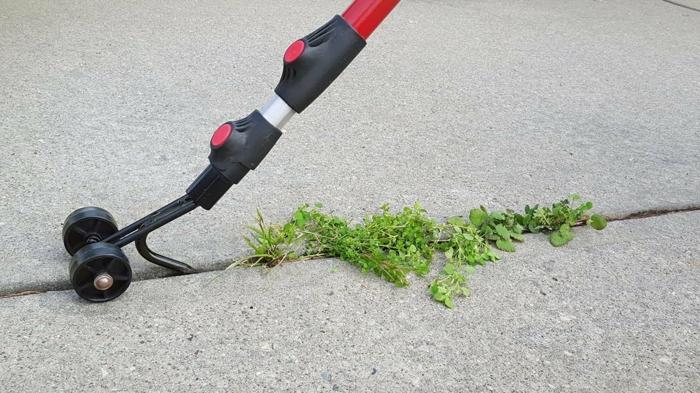 Unkraut aus Fugen entfernen werkzeug manuel auf raedern