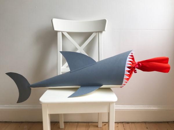 Zuckertüte selber basteln für eine glückliche Einschulung Ihres kleinen Erstklässlers bissiger hai tüte