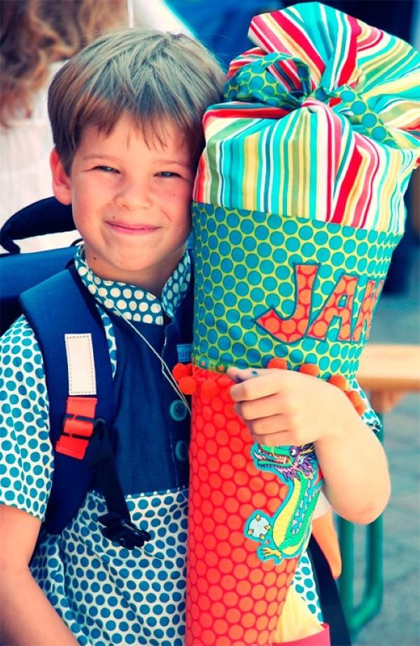 Zuckertüte selber basteln für eine glückliche Einschulung Ihres kleinen Erstklässlers jungs schultüte schulbeginn