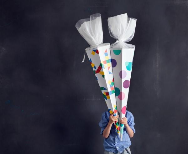 Zuckertüte selber basteln für eine glückliche Einschulung Ihres kleinen Erstklässlers schultüte einfach bunt