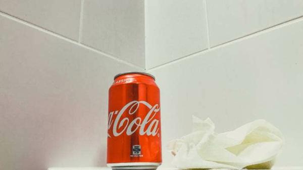 badezimmer fliesen reinige mit cola