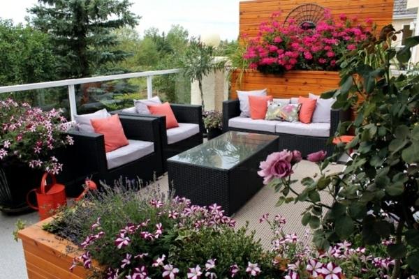 balkon sichtschutz ideen viele pflanzen frische akzente