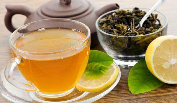 erfrischende Sommergetränke aromatischer Kräutertee tut Körper und Seele gut