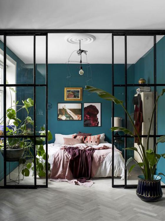 französische Fenstertüren tolle Idee den Schlafbereich abzusondern schwarzer Rahmen