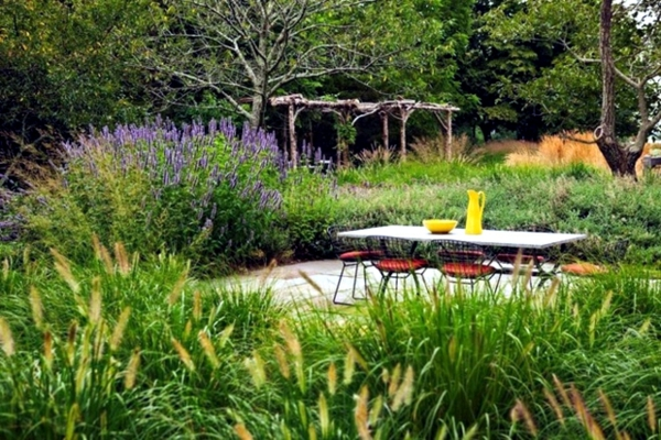 garten sitzecke gestalten grüne oase schaffen privatsphäre haben