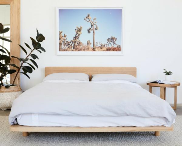 holzbett doppelbett schlafzimmer