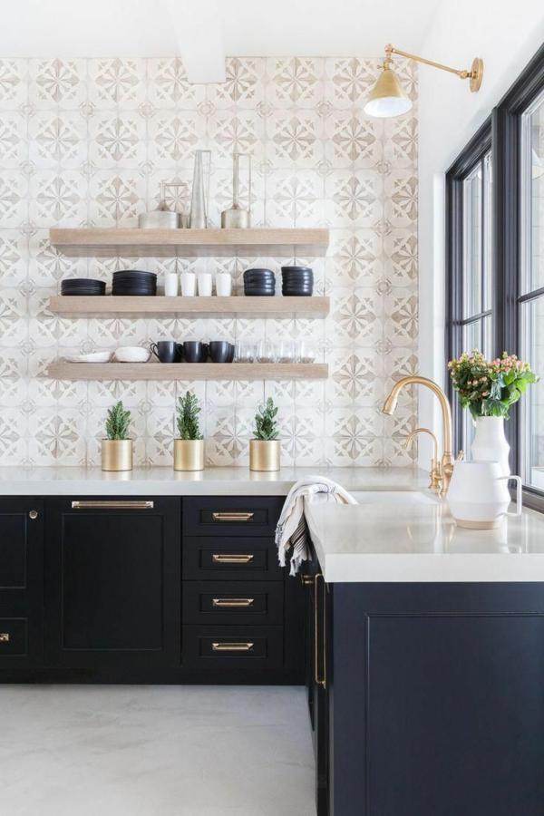 küche fliesenspiegel frisches muster schwarze küchenschränke