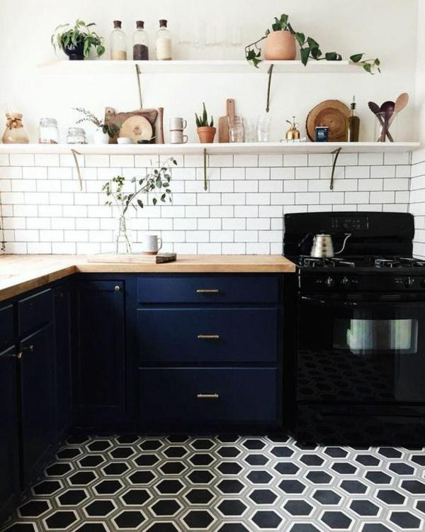 küche fliesenspiegel weiße fliesen schwarze akzente