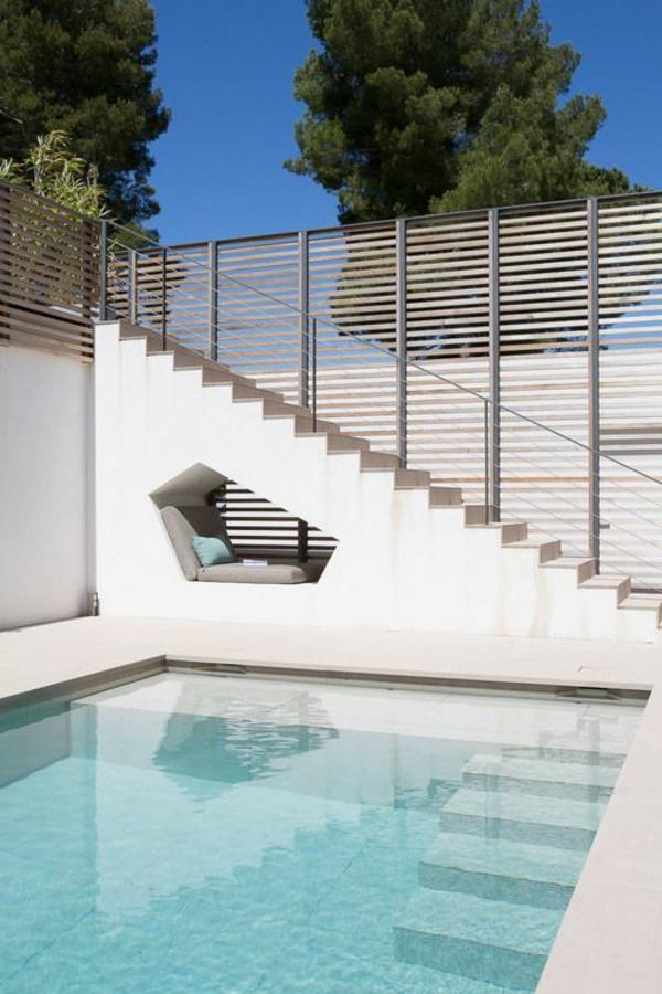 moderner garten mit pool coole lösung lounge bereich
