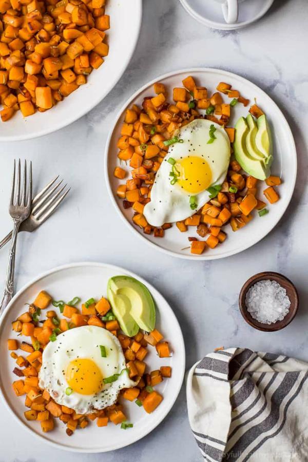 paleo frühstück eier avocado süßkartoffel