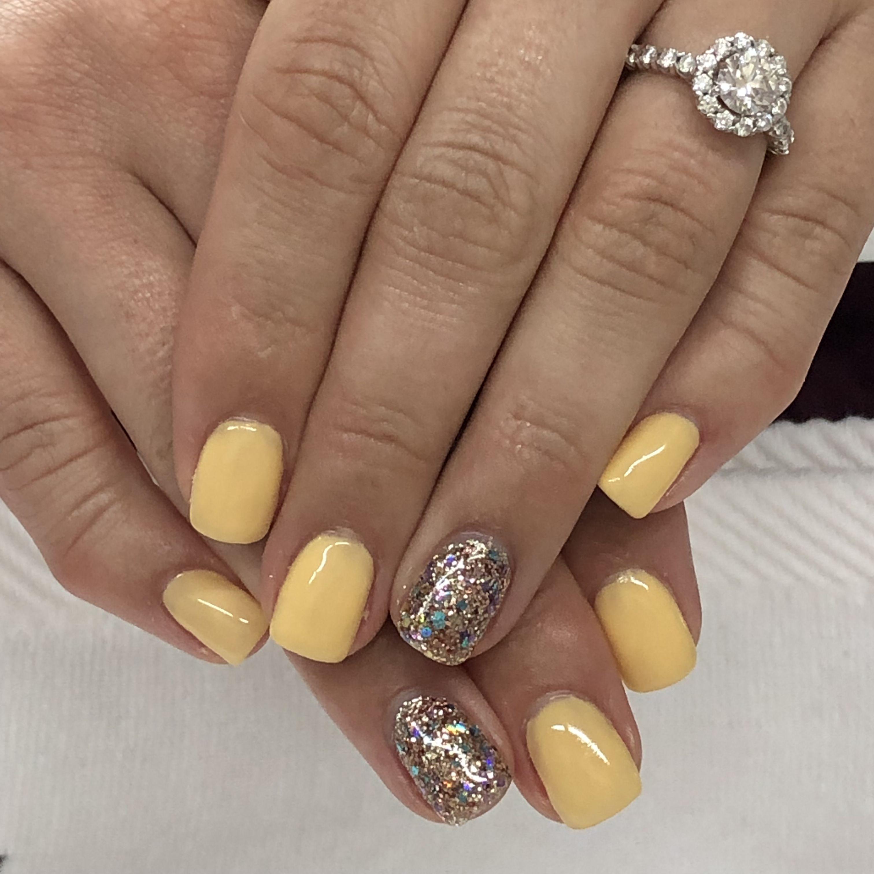pastellfarbe gelb fingernägel trends