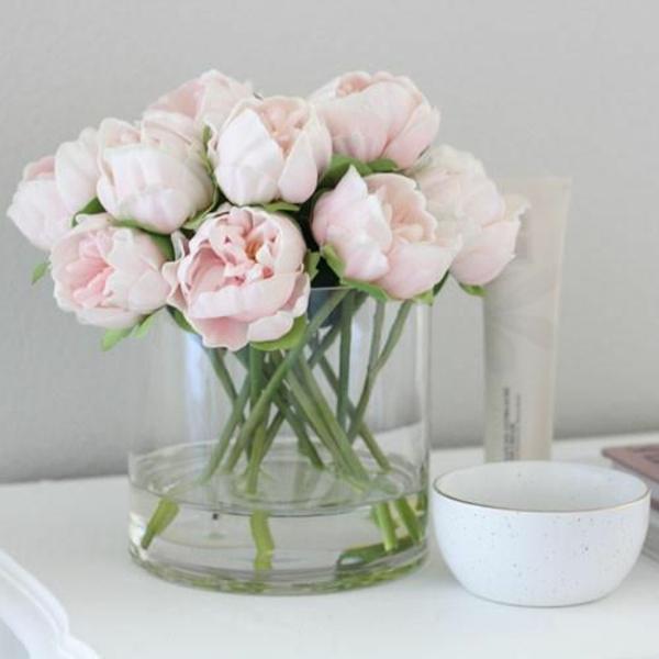pfingstrosen in der vase glasgefäß wasser pflegen keine blätter