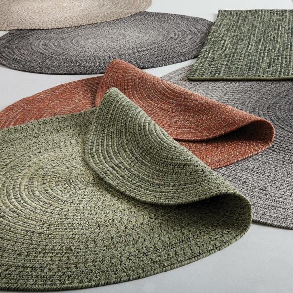 runder outdoor teppich frische farben passendes material