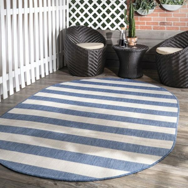 runder outdoor teppich terrasse gemütlich gestalten streifenmuster